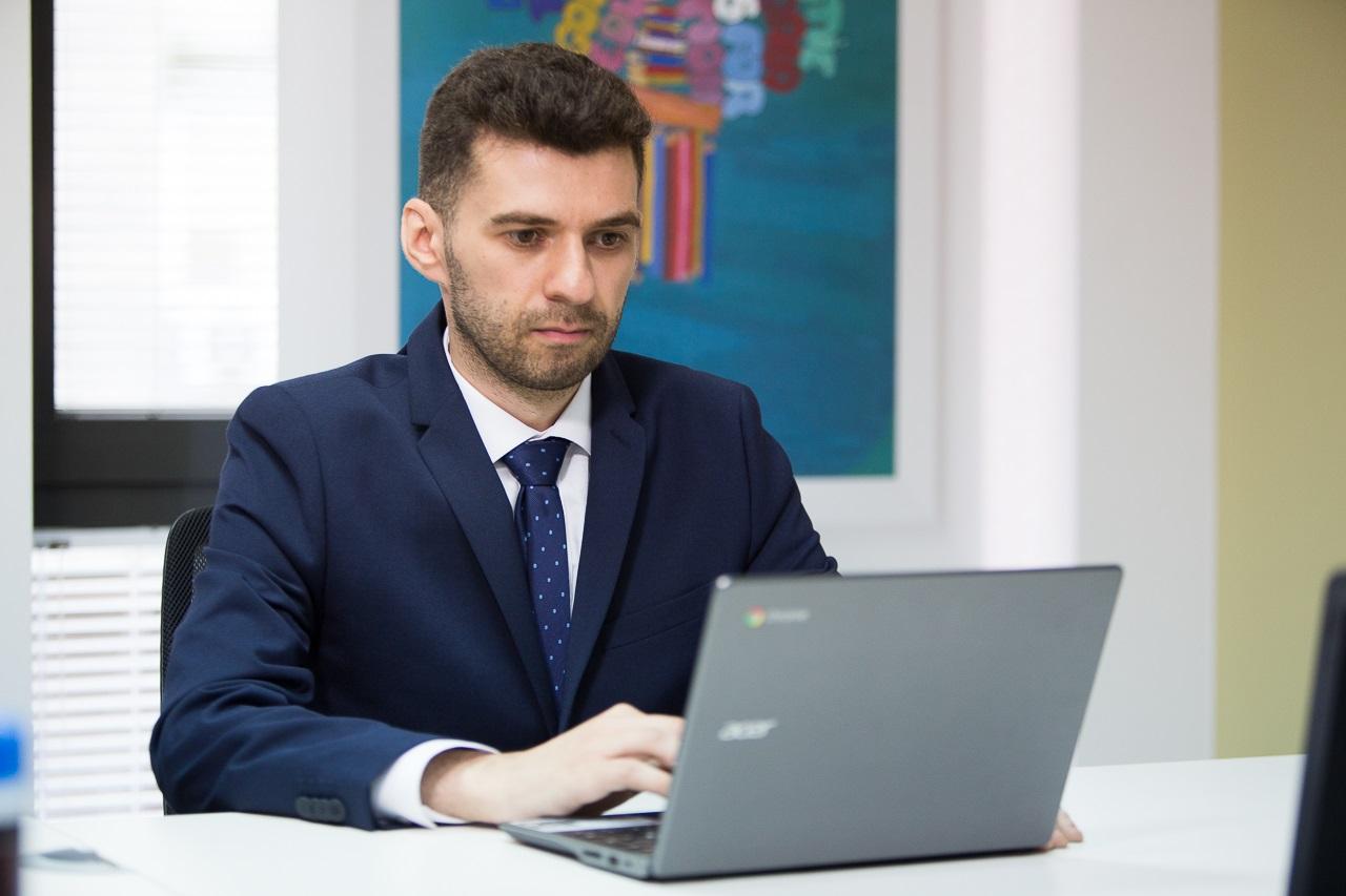 """Interviu cu Florin Pop, dascăl la """"Clasa Viitorului"""""""